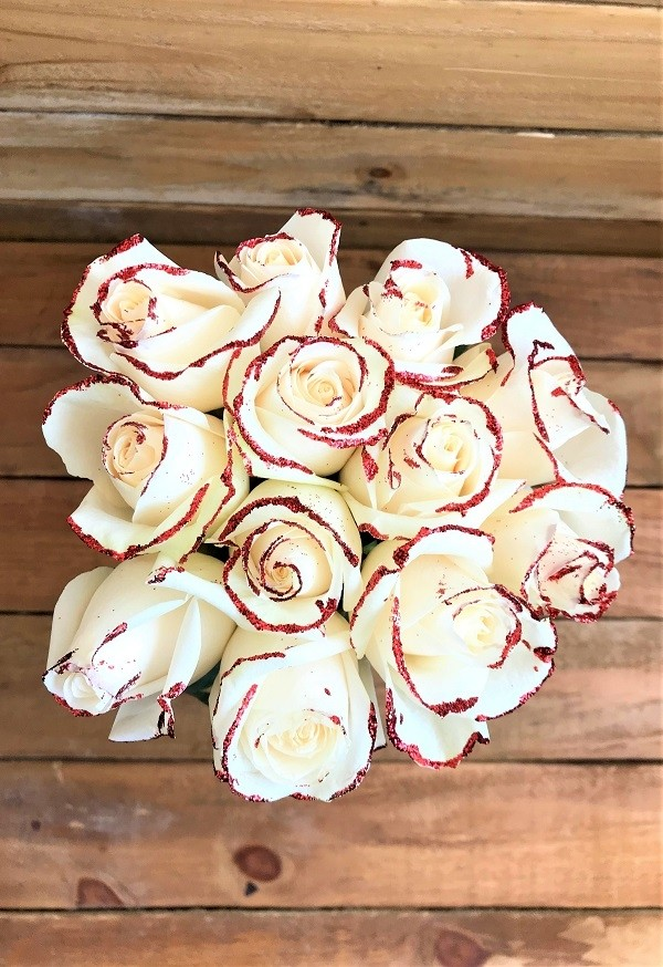 white roses with glitter